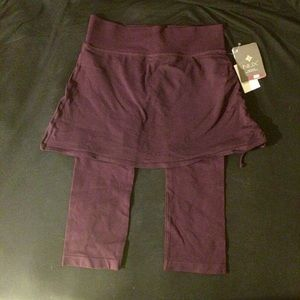 NWT NUX 2 in 1 capri w/ skirt. Medium. Wine/Purple